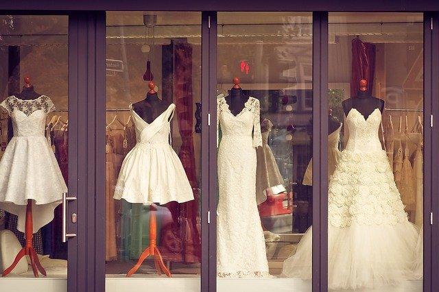 ekskluzywne suknie dla mamy weselnej